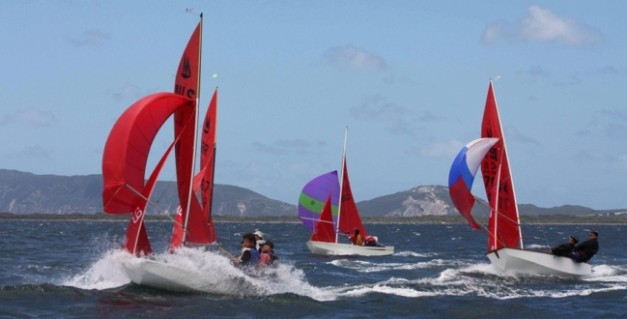 mirror_dinghy_sailing_1